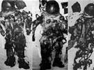 Oficiálně nepotvrzené fotografie údajných skafandrů členů posádky Apollo