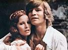 Raquel Welchová a Michael York ve filmu Tři mušterýři (1973)