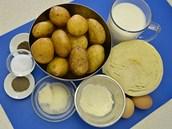 Ingredience potřebné na valašský kapušník: hlávkové zelí, brambory, vejce, sůl,...