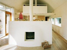 Oblouková kostrukce z finského smrku dodává interiéru nezaměnitelný charakter.