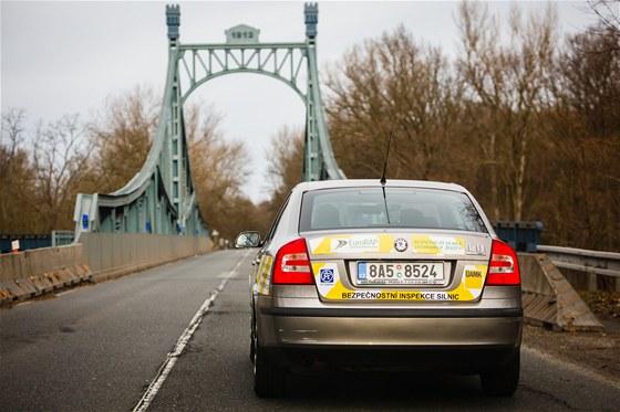 Octavia auditorů silnic EuroRAP je vybavena dvěma videokamerami se širokoúhlými