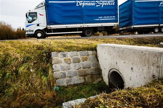 Velmi nebezpečné jsou nechráněné propustky. U Českých silnic jich je nepočítaně.