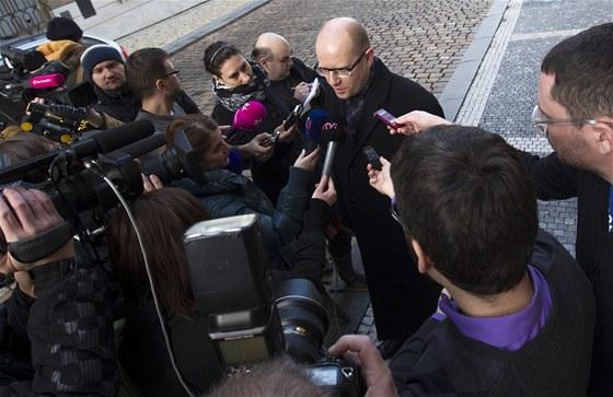 Předseda ČSSD Bohuslav Sobotka přišel na schůzku s nově zvoleným prezidentem