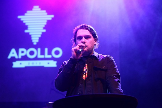 Raper James Cole, moder�tor ud�len� cen hudebn� kritiky Apollo - klub SaSaZu,