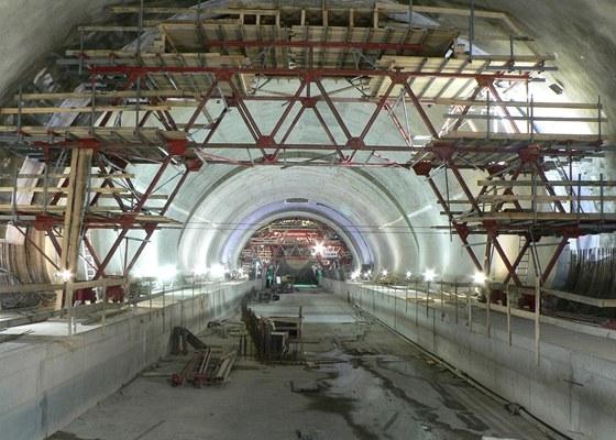 Stavebn� pr�ce ve stanici Pet�iny rychle pokra�uj�.