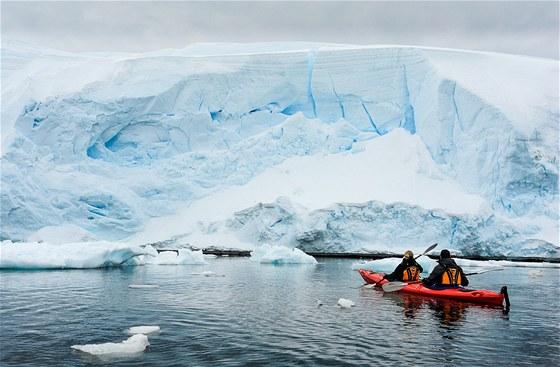 Na mořském kajaku pod ledovci