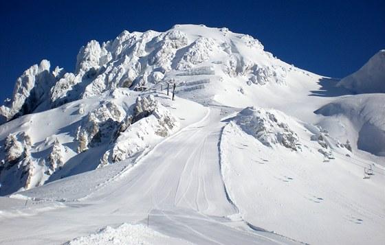 Vějíř sjezdovek se rozbíhá zpod hory Gartnerkofel.