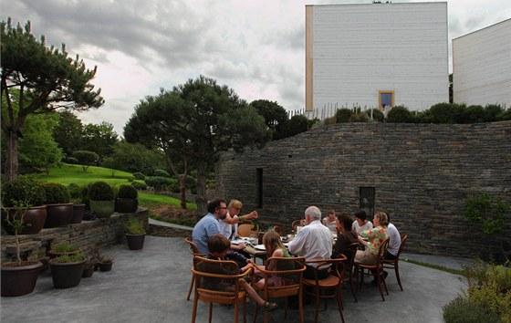 Jednou z největších deviz nového domova je krásná nová zahrada, která vznikla na střeše společného křídla.