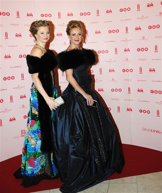 Ples v Opeře 2013 - Vendula Svobodová a návrhářka Jitka Klett