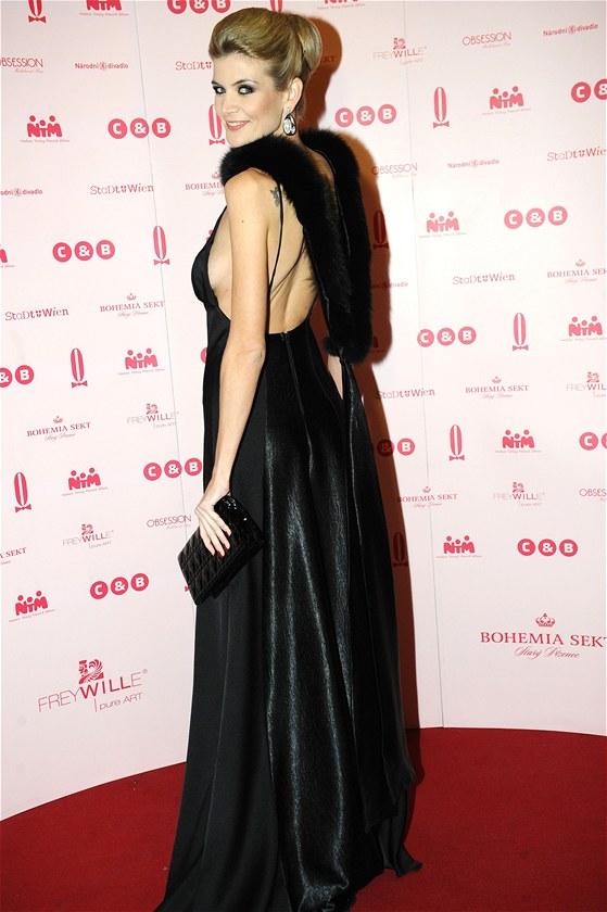 Ples v Opeře 2013 - Moderátorka a modelka Iveta Vítová