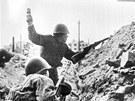 Koncem srpna byla p�edm�st� m�sta obsazov�na voj�ky wehrmachtu, kte�� v�ak nar�eli na hou�evnat� odpor rusk� arm�dy. Operace se tak z�hy zm�nila na vlekl� boj o jednotliv� bloky dom�.