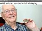Válečný veterán Alvin Krumrey se svojí psí známkou (2. února 2013)