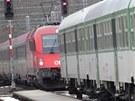 V Adamově na Blanensku jel vlak EuroCity po koleji, na které stál osobák.