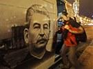 Minibus s portrétem Josifa Vissarionoviče Stalina.