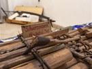 Exponáty z výstavy Vory na Sázavě, kterou připravilo muzeum v Jílovém u Prahy