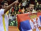 ZA VLAST. Srbští tenisté Viktor Troicki (vpravo) a Nenad Zimonjič slaví výhru...