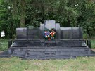 Pomník zavražděným v Malíně na Ukrajině.