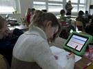 Šesťáci ze ZŠ U Říčanského lesa v Říčanech se místo učebnic v několika