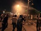 Mladí Egypťané protestují v Káhiře proti prezidentovi Mursímu.