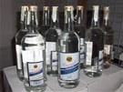 V nelegálním skladu byly i stovky lahví s etiketou Likérky Drak