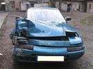 Patnáctiletý mladík se sádrou na ruce naboural s tímto autem na Milady Horákové