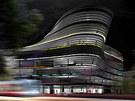 V noci by měla budovat výrazně oživit prostor náměstí.