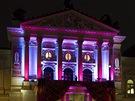 Nasvícená budova Státní opery Praha, kde se konal tradiční Ples v Opeře