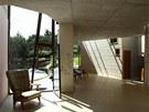 Moderní přiznaný beton a ladné křivky patří k domům 21. století.