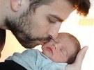Gerard Piqu� a jeho syn Milan