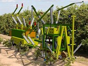 Představa robota pro sklizeň pomerančů firmy Visions Robotic.
