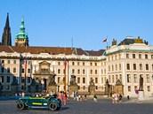 Královský palác Pražského hradu při pohledu z Hradčanského náměstí.