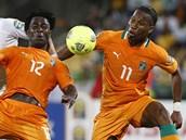 """""""SLONI"""" ÚTOČÍ. Bony Wilfried (uprostřed) a Didier Drogba, střelci Pobřeží"""