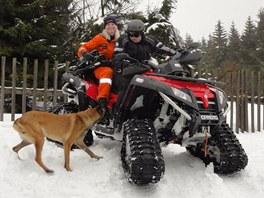 Celý den jsme vozili záchranáře, psy i techniku.