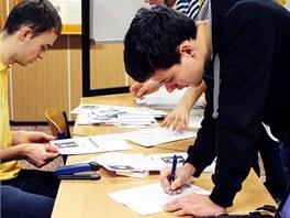 Psalo se a psalo. Karvinští gymnazisté věnovali dopisům bezpočet přestávek.