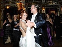 Ples v Ope�e 2013 - Michaela Noskov� s man�elem