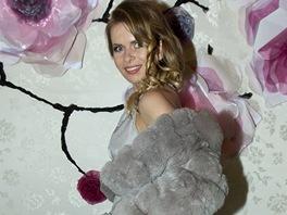 Barbora Bergová své oblečení ladila do světle modré, které jí jako blondýnce...