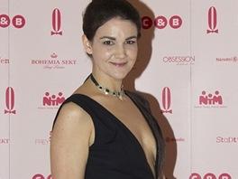 Americká blogerka Heather O'Brien si na Ples v Opeře vybrala černé šaty od