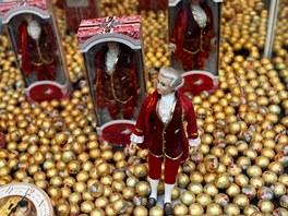 Každá druhá výloha v Salcburku nabízí podobné zátiší: Mozartovy koule kam se...