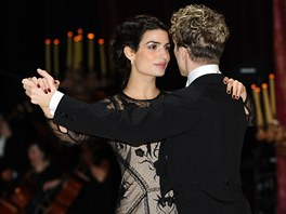Ples v Opeře 2013 - První tanec večera a hvězda poslední bondovky Tonia...