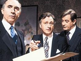 Původní seriál Jistě, pane premiére měl premiéru v roce 1986.