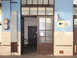 Do Dopravní kanceláře se vstupuje z prvního nástupiště.