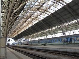 Krátce po desáté dopoledne je na hlavním nádraží v Praze nejmenší provoz.