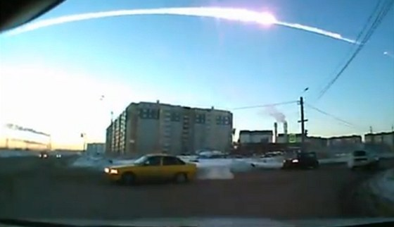 Pád meteoritu nad Čeljabinskem.