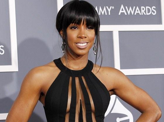 Grammy 2012 - Kelly Rowlandov� byla se sv�mi �aty na hranici toho, co