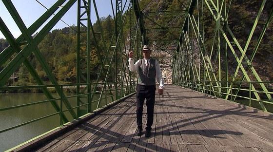 Architekt David Vávra na železničním mostě přes Sávu, Radeče