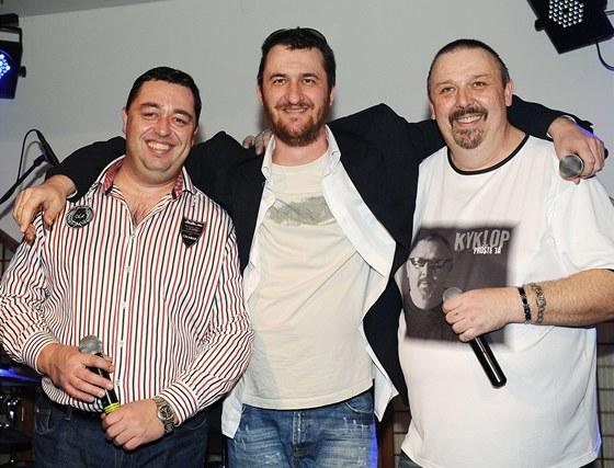 Pavel Vohnout (vpravo) oslavil padesáté narozeniny na křtu desky Kyklop -