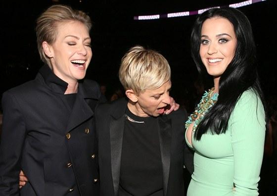 Výstřih zpěvačky Katy Perry na cenách Grammy zaujal. Moderátorka Ellen