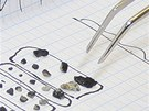 Úlomky meteoritu, které ruští průzkumníci našli v okolí jezera Čebarkul (18.