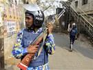 Bangladéšská policie hlídkuje v ulicích Dháky