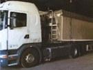 Kamion s návěsem s deklarovaným nákladem obilí ze Slovenské republiky zadrželi